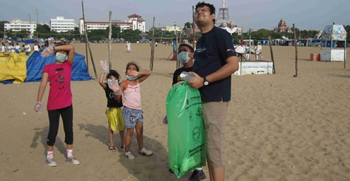 Chennai_Marina_Beach_International_Coastal_Cleanup_Day_2013_11