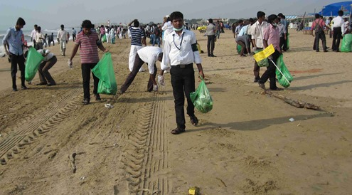 Chennai_Marina_Beach_International_Coastal_Cleanup_Day_2013_9