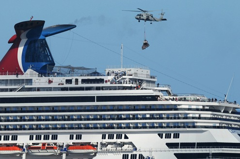 Carnival_Splendor_rescue_by_USS_Ronald_Reagan_CVN76