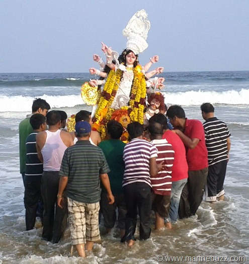 Durga_Pooja_2011_Maa_Durga_Immersed_Bay_of_Bengal_Chennai_1