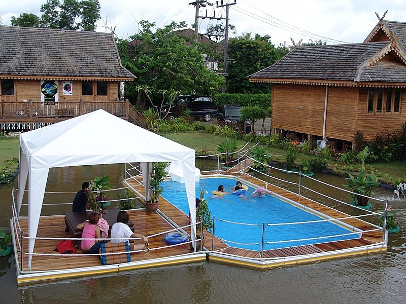 Floating swimming pools for fun and recreation for Movable floating deck