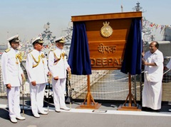 The Defence Minister, Shri A. K. Antony unveiling the plaque to mark the formal commissioning and induction of INS Deepak into the Indian Navy, at Naval Dockyard, in Mumbai on January 21, 2011.