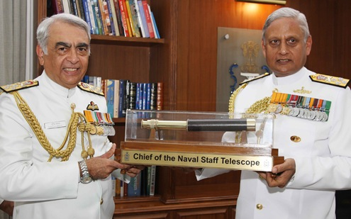Admiral_Sureesh_Mehta_handing_over