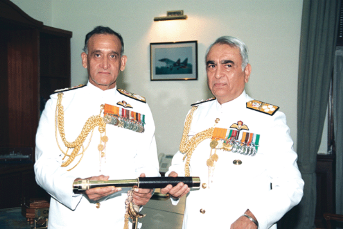 Admiral_Sureesh_Mehta_taking_over