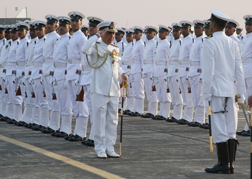 The Chief of Naval Staff, Admiral Sureesh Mehta inspecting the Guard of Honor during the commissioning ceremony of INS Shikra, at Naval Air Station, Mumbai on January 22, 2009,